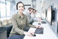 Operador fêmea do apoio a o cliente imagem de stock royalty free