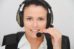Operador fêmea do apoio a o cliente com auriculares Imagem de Stock