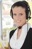 Operador fêmea do apoio a o cliente com auriculares Fotos de Stock Royalty Free