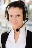 Operador fêmea do apoio a o cliente com auriculares Imagem de Stock Royalty Free