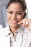 Operador feliz del centro de atención telefónica Fotos de archivo