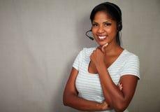 Operador novo do callcenter que fala em auriculares Imagem de Stock Royalty Free