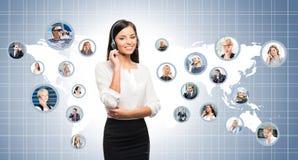 Operador novo, seguro e bonito do apoio ao cliente Fotografia de Stock
