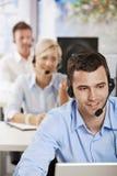 Operador que fala em auriculares Imagens de Stock