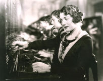 Operadores de centralita telefónica en el trabajo