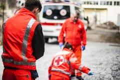 Operadores de la emergencia en la acción Imagen de archivo libre de regalías