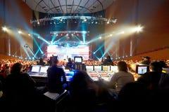 Operadores nos painéis de controle na apresentação Imagens de Stock Royalty Free