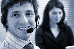 Operadores que falam em auriculares Foto de Stock