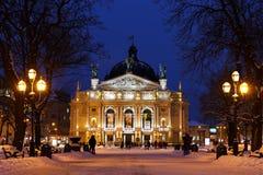 Operahuis in Lviv in de nacht Stock Foto's