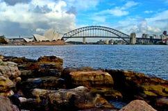Operahus och Sydney Harbor Bridge royaltyfria bilder
