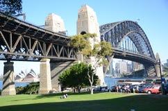 Operahus- och Sydney Harbour bro Royaltyfri Fotografi