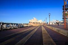 SYDNEY NSW/AUSTRALIA-APRIL 27: Operahuset är landmarken av den Sydney staden. arkivbild