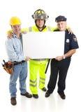 Operai che trasportano segno fotografie stock libere da diritti