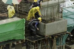 Operai di costruzione a grattacielo Fotografia Stock