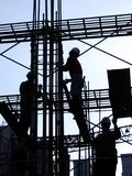 Operai di costruzione nel profilo Fotografia Stock Libera da Diritti
