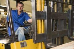 Operaio del magazzino in carrello elevatore Immagine Stock Libera da Diritti