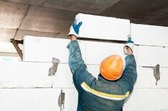 Operaio del muratore della costruzione Immagini Stock Libere da Diritti