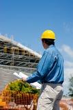 Operaio di costruzione al luogo immagini stock libere da diritti