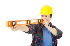 Operaio di costruzione femminile - livellato Fotografie Stock