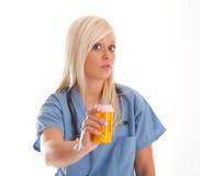 Operaio di sanità con medicina Immagine Stock