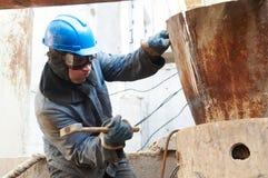 Operaio nell'azione con il martello Fotografia Stock
