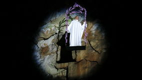 Operasångareallsång i grottan arkivfilmer