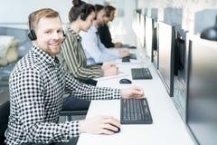 Operatörer för hjälpskrivbord arkivfoto