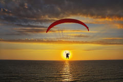 Operated parachute above the sea Royalty Free Stock Images