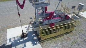Operation av den olje- pumpen stock video
