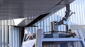 Operation von verschiedenen Mechanismen des Aufzugs in der Aktion am Skiort stock video