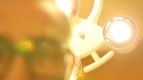 Operationsbordljus från patientperspektiv stock video