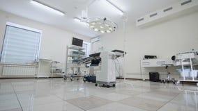 Operationsraum mit Chirurgie-Ausrüstung stock video