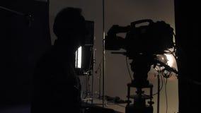 Operator filmowy przy pracą zbiory