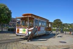 Operator przygotowywa wagon kolei linowej Zdjęcia Royalty Free