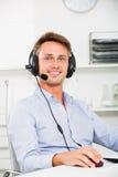 Operatora odpowiadanie przy centrum telefonicznym obrazy stock