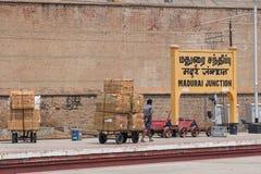 Operatore del carico alla giunzione di Madura, India Immagine Stock Libera da Diritti