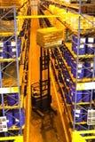Operatore del carrello elevatore in magazzino Fotografie Stock Libere da Diritti