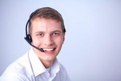 Operatore del servizio clienti con una cuffia avricolare su fondo bianco Fotografie Stock