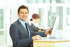Operatore del servizio clienti in ufficio Immagine Stock Libera da Diritti