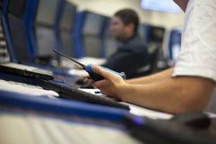 Operatore della sala di controllo Immagini Stock Libere da Diritti