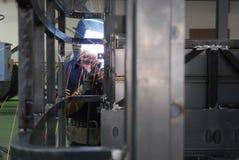 Operatore della saldatura con la fascia Immagine Stock