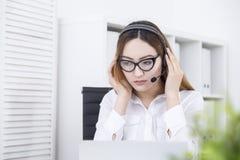 Operatore di call center asiatico immagini stock libere da diritti