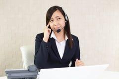 Operatore di call center stanco immagini stock