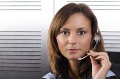 Operatore di chiamata del Brunette immagini stock
