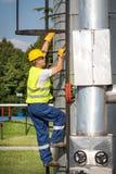 Operatore di produzione del gas e del petrolio Fotografie Stock Libere da Diritti