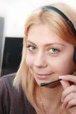 Operatore intelligente del Chiamare-centro di sorriso Immagini Stock Libere da Diritti