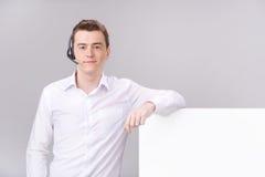 Operatore maschio della call center isolato su bianco con lo spazio in bianco Fotografia Stock