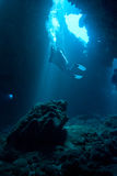 Operatore subacqueo alle prime cattedrali fotografie stock