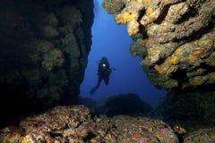 Operatore subacqueo & caverna Fotografia Stock
