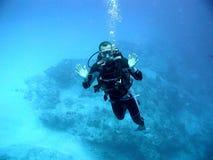Operatore subacqueo in azzurro profondo Fotografia Stock